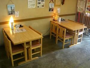 テーブル(4人掛x2卓) 店内側から