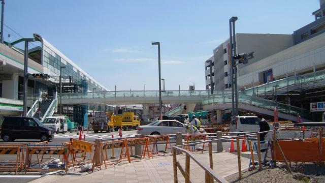 駅とリベスタをつなぐ歩道もほぼ完成